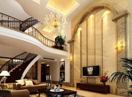 欧式别墅装修客厅设计顶部拉伸了层高,能使得整个空间显得更空旷,大气