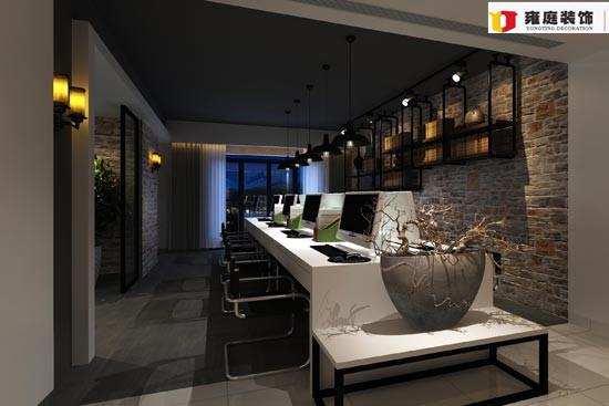 """--> 办公室是我们安静办公的地方,一个好的办公室装修设计是必不可少的。办公室是为处理一种特定事务的地方或提供服务的地方,而办公室装修设计则能恰到好处的突出公司、企业文化,同时办公室装修风格也能彰显出其使用者的性格特征。 办公室装修设计空间,是从人的行为和心理的角度来定义的,一个办公空间通常包容了一系列的行为,其中有个人行为,如阅读行为、思考、独自休息、等候等;也有群体行为,如会见,谈判、接待、协作等。为了充分发挥个人的能动怀及创造性,现代人办公格局的""""个人化""""的需求越来越普遍。针对"""
